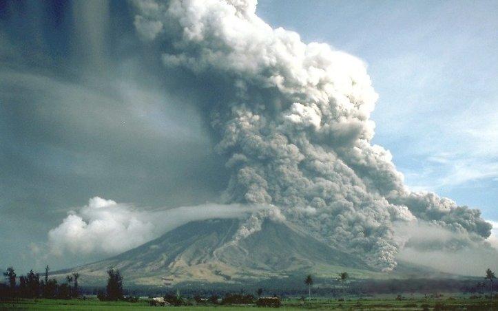 fig 4 - Pyroclastic_flows_at_Mayon_Volcano