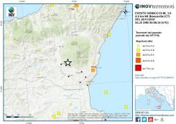 Figura 2 - Localizzazione dell'evento sismico (stella bianca) di magnitudo ML 3.5 sovrapposta al Catalogo Parametrico dei Terremoti Italiani dall'anno 1000 al 2014 (CPTI 15).