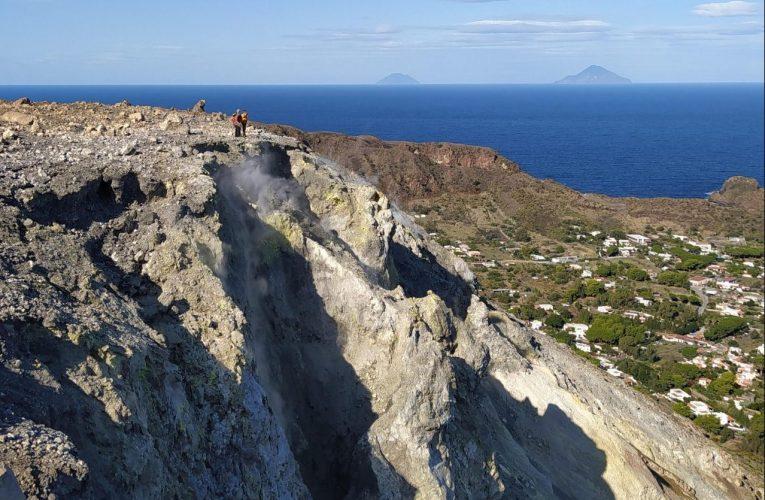 Rilevamento geologico a La Fossa di Vulcano