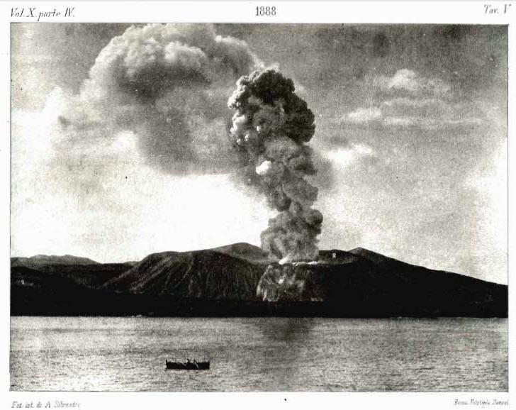 Figura 5 - Foto di A. Silvestri - scattata da Lipari - raffigurante una esplosione Vulcaniana il 20 agosto del 1888: si noti lo sviluppo verticale della colonna eruttiva