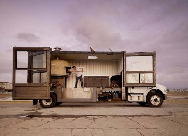 del popolo,mobile pizza restaurant,shipping container