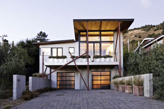Stinson Beach House Design Combines Salvaged Wooden Roof And Solar