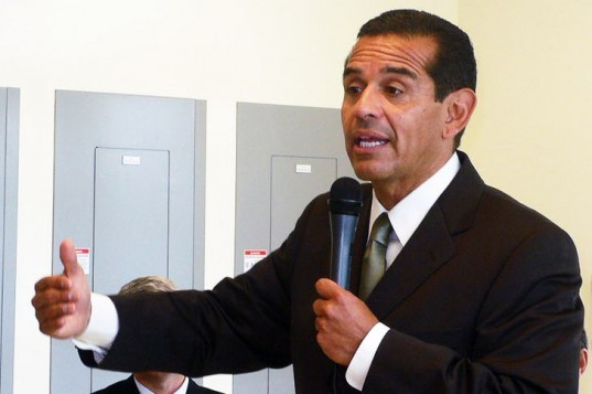 Antonio Villaraigosa, Los Angeles energy, Los Angeles green energy, Los Angeles coal power, Antonio Villaraigosa coal power announcement, Coal Free LA, Coal Free Los Angeles, Coal free by 2025, Intermountain Power Plant, Navajo Generating Station, renewable energy policy, green energy policy, coal power alternatives