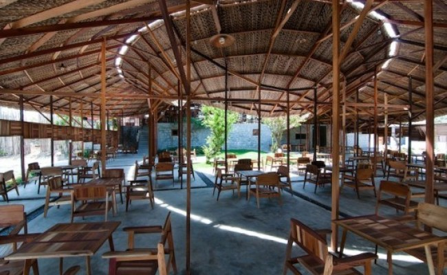 Airy Thatched Vietnamese Coffee Shop Is Made From Salvaged
