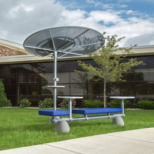 solar power, solar powered bench, solar powered work area, outdoor work, outdoor study, outdoor play, returning to the outdoors, solar desk, solar office, outdoor office, reader submission, SIXINCH