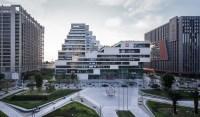Cascading Shenzhen office building luxuriates under a ...