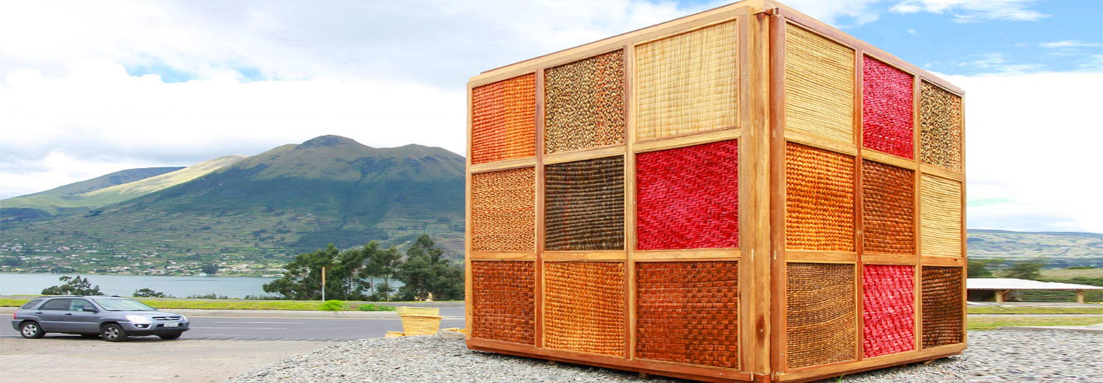 woven totora cube in