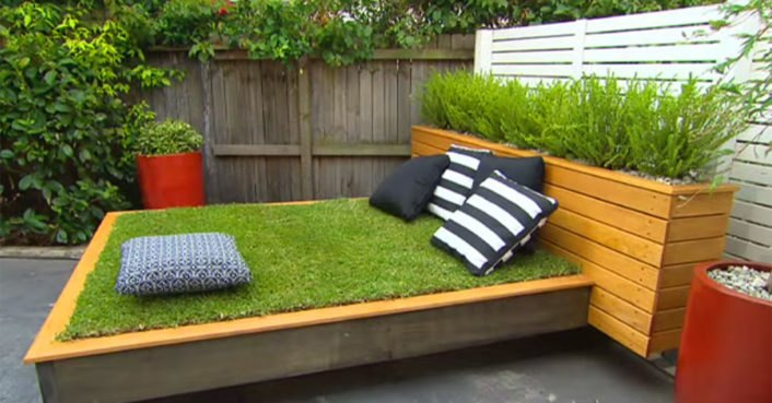 DIY garden guru makes outdoor grass daybed out of wood pallets