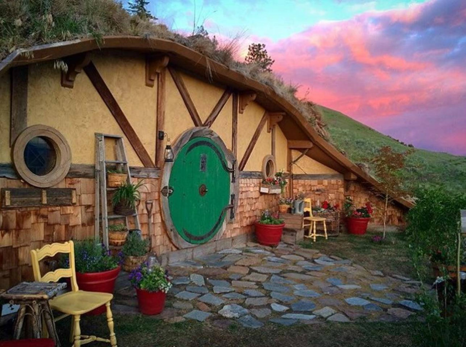 Cartoon Farm 3d Live Wallpaper Spend The Night In This Magical Hobbit House Tucked Into