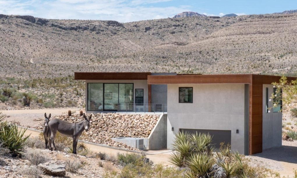Sustainable desert home has a small water footprint in