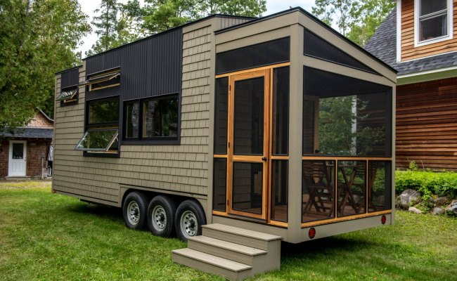Veteran Carpenter Builds Gorgeous Tiny Home With