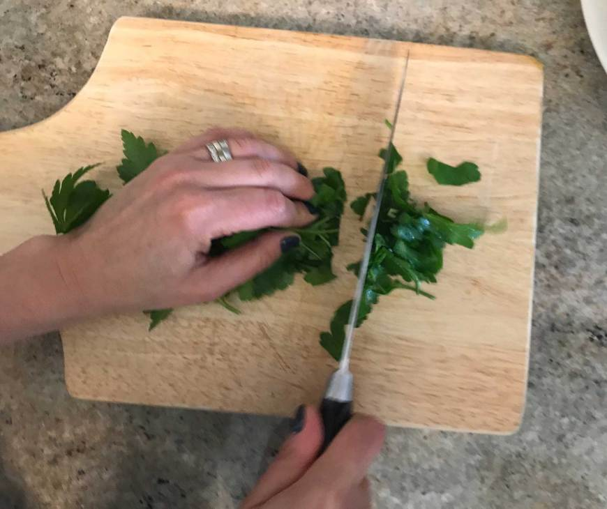 Once washed, finely chop the parsley.