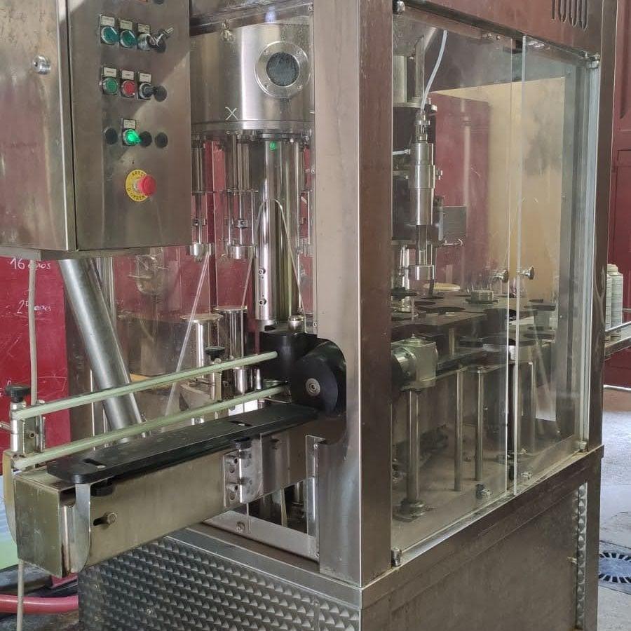 Flessenvulmachine Domaine Senat - wijnhuis in de Minervois
