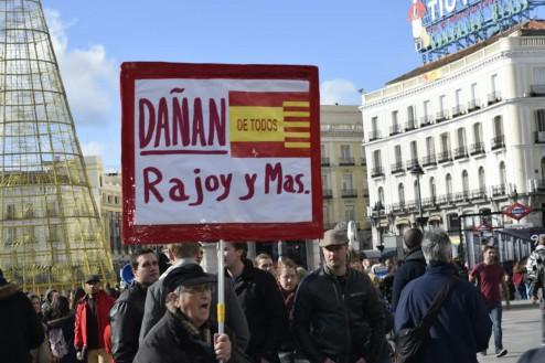 Cartel en la Puerta del Sol de Madrid