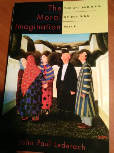 The Moral Imagination: The Art and Soul of Building Peace de John Paul Lederach