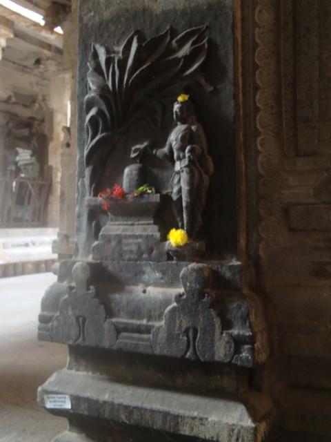 சிவபூஜை செய்யும் அம்மன்
