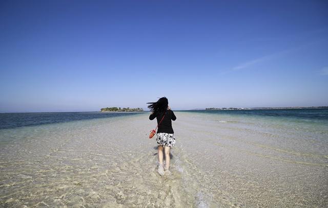 keindahan pulau pasir lombok