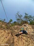 Sebelum mencapai pitch pertama di Tebing Citatah 48, seorang calon anggota Mapala UI BKP 2012 sempat terhalang oleh pohon-pohon yang tumbuh di batuan tebing.