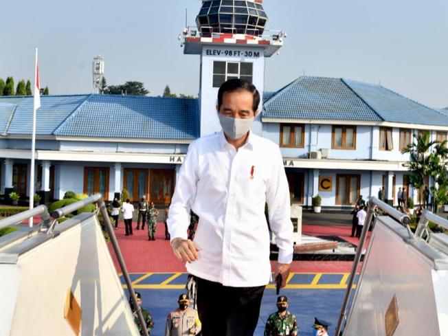 presiden joko widodo naik pesawat