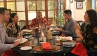 Permalink ke Sensasi Unik Bersantap Malam Ala Bule di Warung Bule, Pengunjung Bisa Menentukan Sendiri Tingkat Kematangan Steak-nya