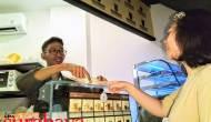 Permalink ke Pesan Menu di Kedai Ini Harus Pakai Bahasa Isyarat, Bagi Pengunjung Normal Begini Caranya