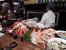 At 'Addiction-Aquatic Development' . A superior seafood market with specialty restaurants. Take someone you want to impress there! Find it at No.18, Aly. 2, Ln. 410, Minzu E. Rd., Zhongshan Dist., Taipei.