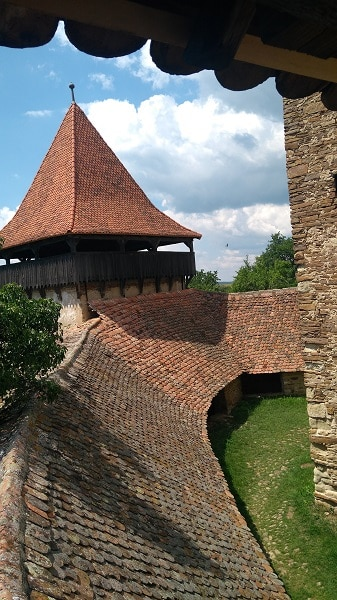 eglise-fortifiee-viscri-site-incroyable-unique