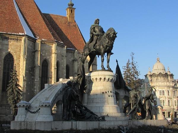 cluj-napoca-statue-eglise