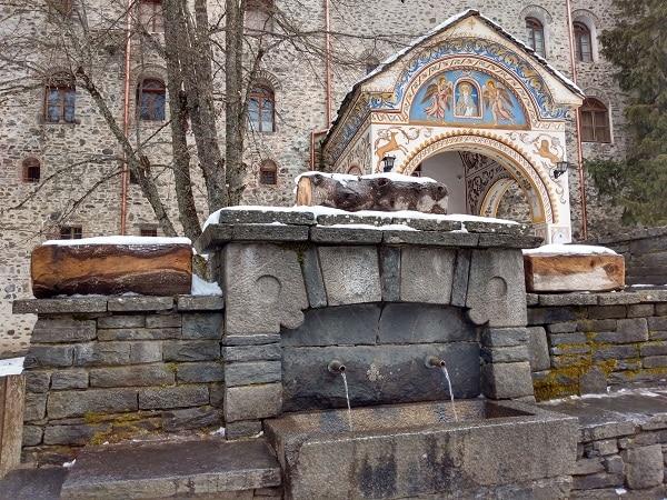 porte-entree-monastere-rila-bulgarie