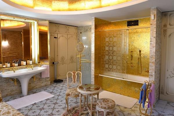 salle-de-bain-or-palais-de-printemps-bucarest-palais-de-ceausescu