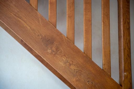 L'escalier semble peu pentu de part le choix du cadrage horizontal