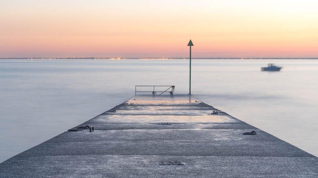 Exemple de photographie évoquant la plénitude d'un coucher de soleil en bord de mer