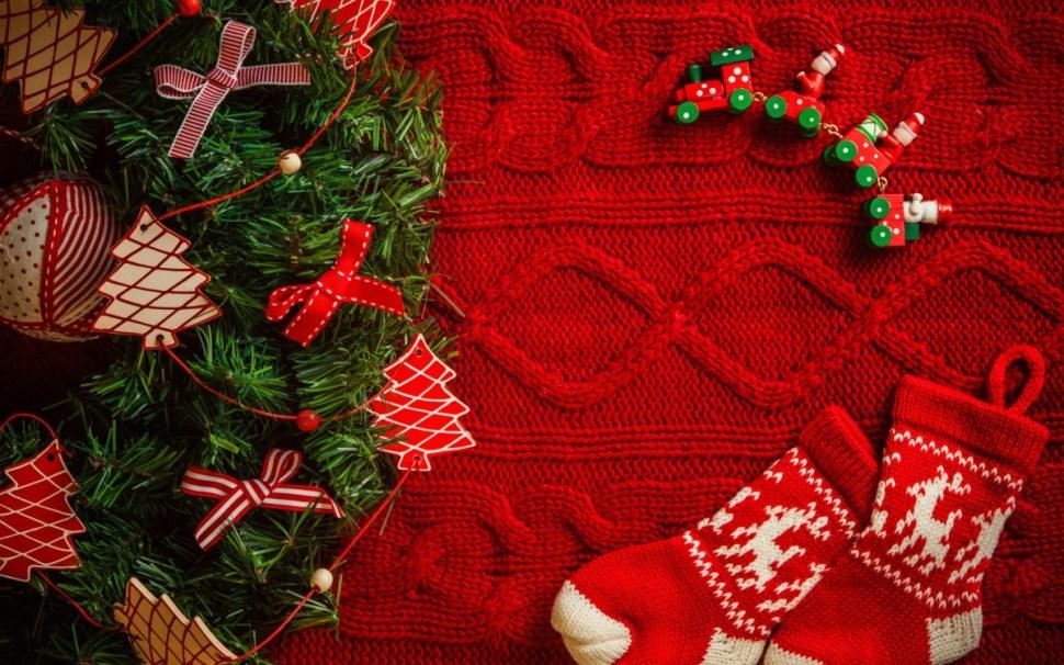Christmas_wallpapers_Socks_and_decoration_on_Christmas_052651_