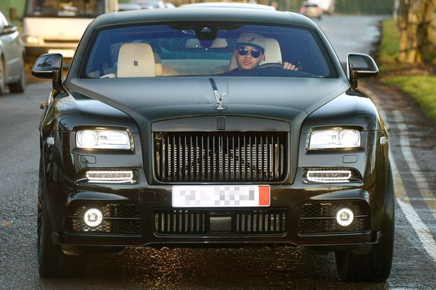 PAY--It-looks-like-Xmas-came-early-for-Memphis-Depay-as-he-is-seen-driving-a-top-of-the-range-Rolls-Royce-into-the