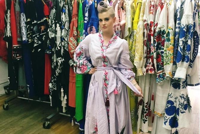 Украина – сердце мировой моды Келли Осборн похвасталась стильным платьем-вышиванкой в 2019 году