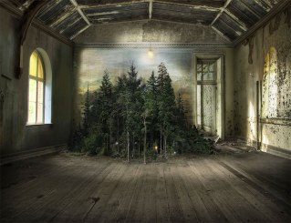 surreal-indoor-landscapes-art-interiors-suzanne-moxhay-5-58987314a4f2e__880
