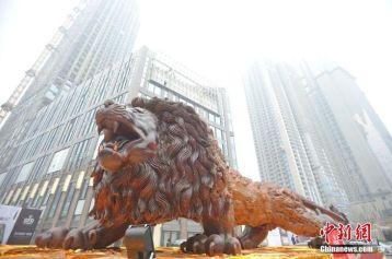 carved-wooden-giant-lion-sculpture-10-59140896ad6da__700