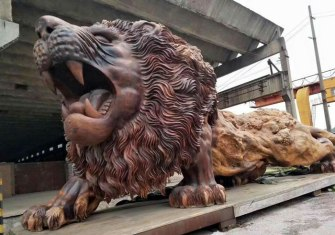carved-wooden-giant-lion-sculpture-8-5914087e17667__700