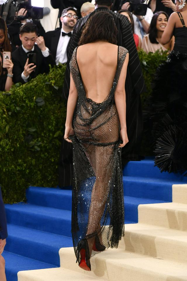 смотреть видео актрисы в прозрачном платье - 7