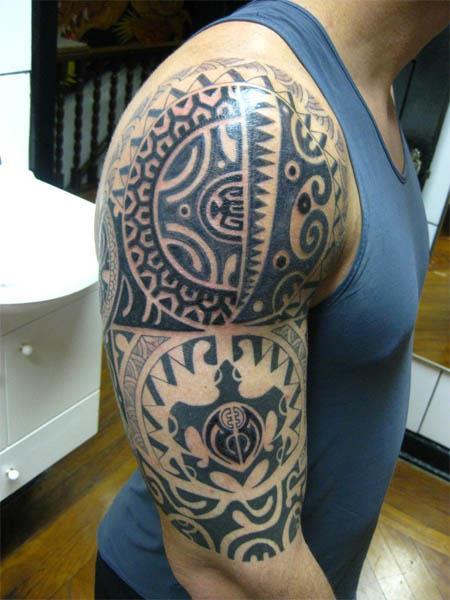 Labels: tribal polynesian tatoo