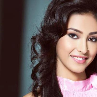 Navneet Kaur Dhillon Won Title of Ponds Femina Miss India 2013