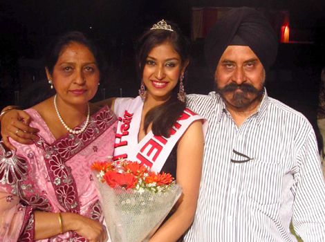 navneet-kaur-dhillon-with-her-parents