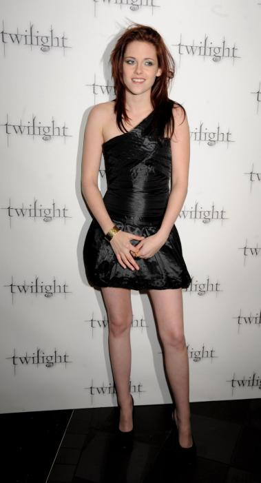 Kristen-Stewart-Little-Black-Dress
