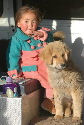 Little girl with her Bankhar Pup © Soyolbold Sergelen from the Mongolian Bankhar Dog Project