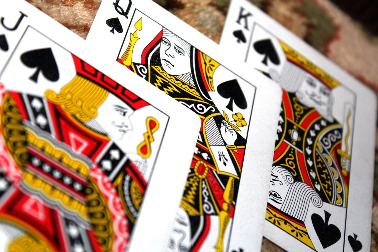 Can Poker Websites be Promoted on Social Media?