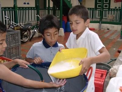 コロンビアの子供食堂きのこ