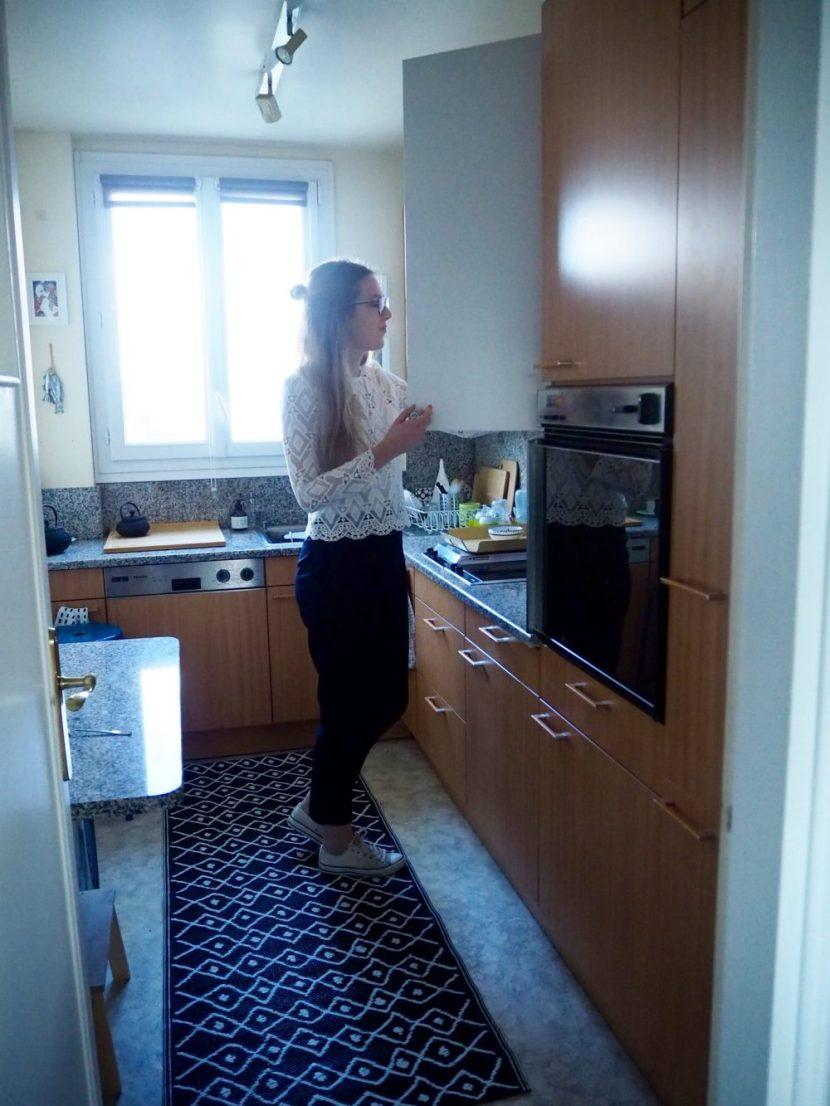 Angéline Melin dans sa cuisine