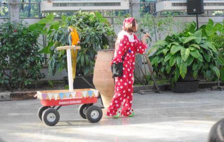 掛川花鳥園のバードショーのカタリーナコンゴウインコ