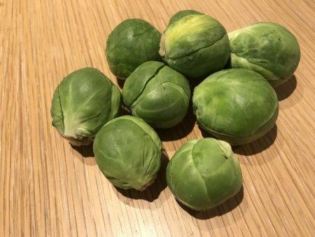 芽キャベツは甲状腺誘発物質のゴイトロゲンが極端に多く含まれており、インコが食べてはいけない