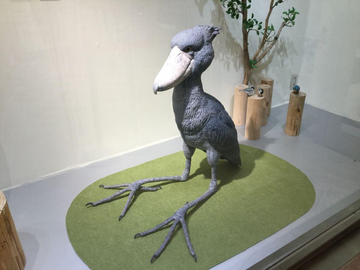 池田はなえさんの木彫りのハシビロコウ